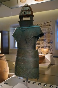 Mycenaean_armour_from_chamber_tomb_12_of_Dendra_2