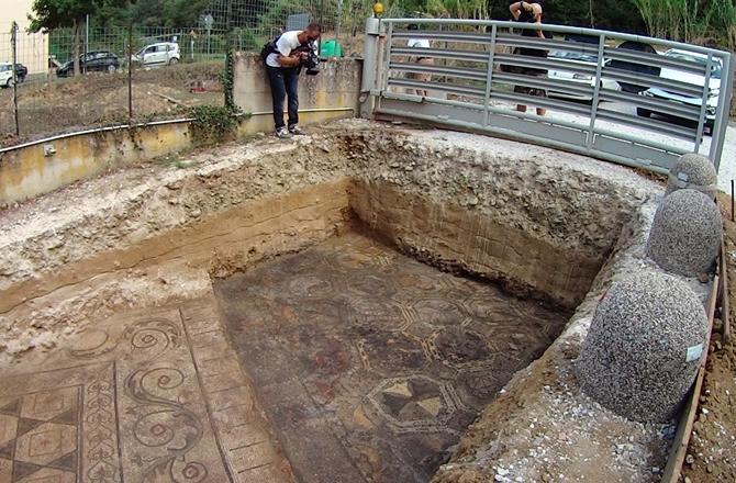 Tuscan mosaic