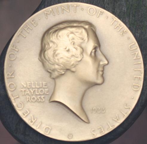 492px-Nellie_Tayloe_Ross_medal
