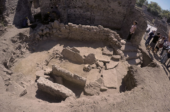 trenches-pompeii-samnite-tomb