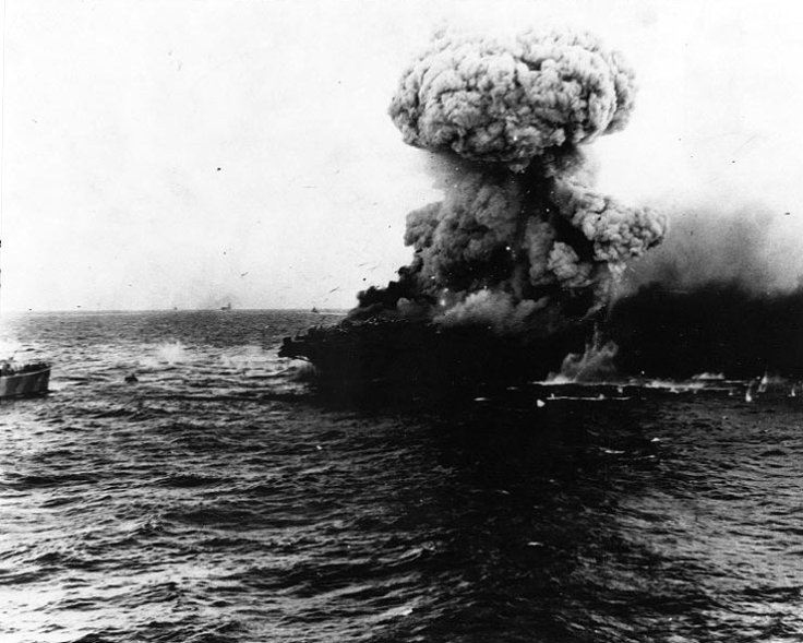 Large_explosion_aboard_USS_Lexington_(CV-2),_8_may_1942